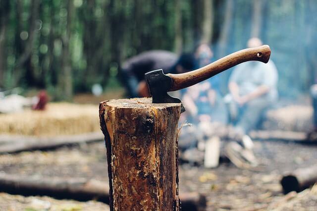 Using a Log Splitter vs. Splitting by Hand