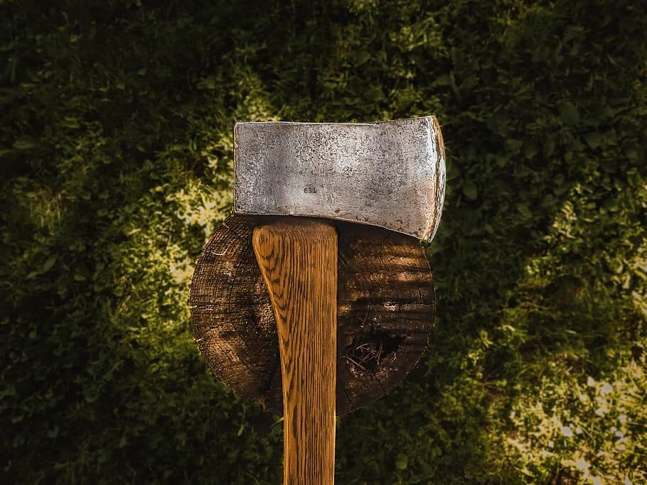 10 Reasons Why You Should Keep an Axe While Camping