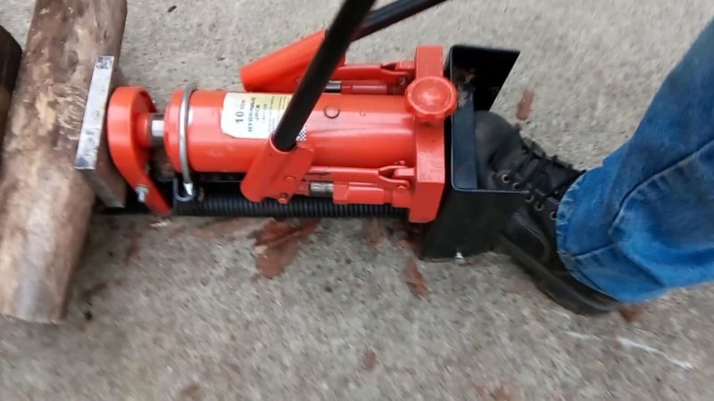 How to Make a Log Splitter with a Hydraulic Jack